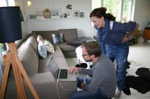 Fotograf Sveinung Bråthen og stylist Aina Steen på jobb.